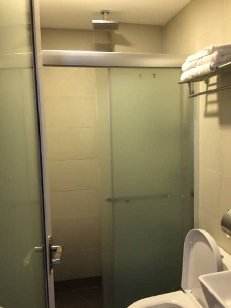 SriLangit-Hotel-shower